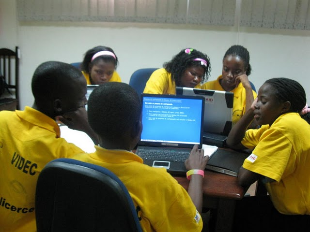 Mozambique students using EarthWalk technology