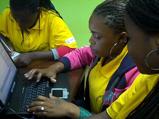 Mozambique students use laptop