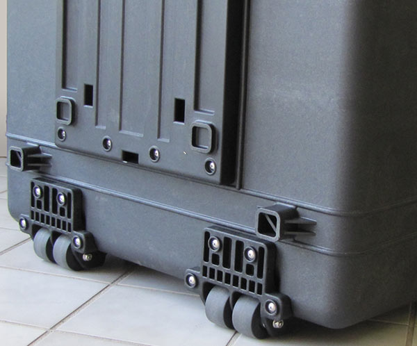 eXpress 20F-Portable case for 20 laptops: wheels